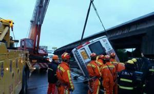 今晨S1高速单车侧翻2人从高架坠亡,另2人送医身亡