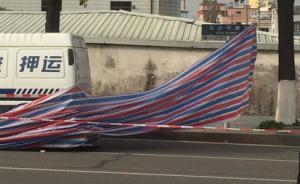 东莞一男子追砸运钞车被击毙,押运公司称使用的是橡胶子弹
