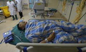 申嘉湖高速多车追尾:为提醒他人转移,45岁车主被撞致截肢