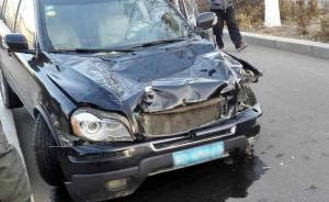 赤峰一男子驾车连撞8人致两学生一成人死亡,司机逃逸坠亡