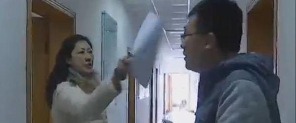 """斥记者""""你们就这德行"""",南京一女干部和分管副局长被停职"""