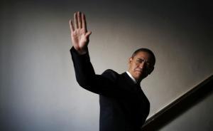 """12月11日报道,对于做过保安的中国""""山寨奥巴马""""肖基国来说,未来面临不确定性。据印度《印度斯坦时报》网站报道,肖现在担心的是,在这位美国领导人1月份任期结束后,他是否还能接到邀请他演出的电话,让他说着""""冒牌英语""""模仿奥巴马。报道称,这位现年30岁的四川人身高168公分,脸确实长得有点像奥巴马。他的英语说得磕磕巴巴,但是配上修剪得短短的灰白头发,和经过练习的各种手势,在你面前的就是""""中国版""""奥巴马了。去年肖开始获得一些演出邀请,每场出场费有1000美元(约合6900元人民币)甚至更多。他说:""""我(在全国各地)做了许多许多场演出,总共赚了大概100万元人民币。""""东方IC 图"""