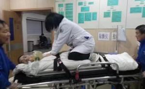 """杭州急救女医生跪担架上抢救病人:""""去急诊室最少要半分钟"""""""