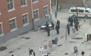 河北外国语学院一学生宿舍楼坠亡,警方:取衣服时不慎坠落