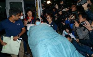 刘德华凌晨抵达医院,状态清醒额头有伤