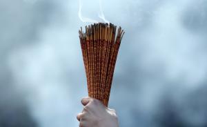 网络中国节·春节 上海万佛寺减少传统烧头香,开通微信祈福