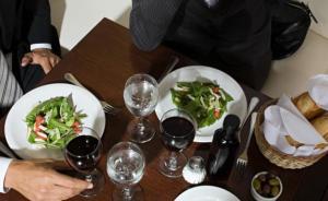 男子陪女同事吃饭被当成情敌连捅数刀,两名男子被批捕