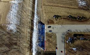 """2017年2月24日, 在天津武清和北京通州边界处出现的""""断头路""""高王公路已完成对接打通施工的测量工作。在京津冀协同发展的三地公路交通中,过去最让人头痛的就是高速公路的""""断头路""""和国省干道的""""瓶颈""""路段。记者近日采访了解到,天津与京冀交界多处交通""""大动脉""""和""""毛细血管""""的""""梗阻""""已逐步打通或正在扩容之中,在保障改善民生的同时,也为协同发展的进一步深入打下基础。新华社 图"""
