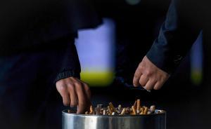 """2017年3月1日,被称为上海""""最严控烟令""""的《上海市公共场所控制吸烟条例》全面实施。按照新规,上海的室内公共场所、室内工作场所、公共交通工具内都将全面禁止吸烟,部分公共场所室外区域可根据需要设立临时禁烟区域。单位违规将处以2000元到30000元人民币罚款。个人不听劝阻的,则处以50元到200元人民币罚款。  视觉中国 图"""
