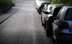 四川阆中一男子违停无牌车并顶行交警,被暂扣车辆及驾照