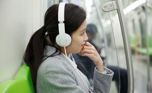 地铁里听耳机或伤耳朵,专家细数那些损伤听力坏习惯