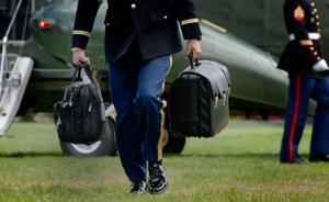 美国总统的核手提包:由5名大兵轮流拎,内有攻击目标名单