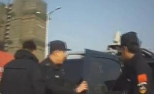 货车司机闯禁区被拦,连骂交警十分钟