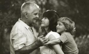 记录爷爷奶奶和孩子相处的美好瞬间,能教孩子懂得感恩