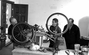 """拼装废旧自行车供居民免费使用:杭州出现社区版""""共享单车"""""""