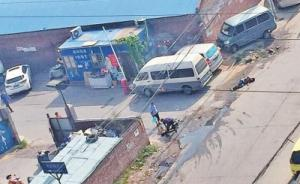 郑州两名工人高压线下施工触电,居民救援帮倒忙:往身上浇水