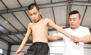 河南一男子出狱后办杂技公益学校,免费收留40个孤苦孩子