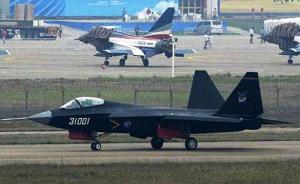 军事专家:舰载型歼-31战机或将配备首艘国产航母