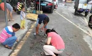 广州暴雨冲了珠宝城引来市民挖泥寻宝,商家未买保险不能理赔
