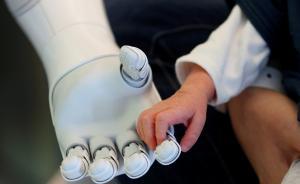 李开复谈人工智能:与其担心它取代人类不如多研究其商业价值