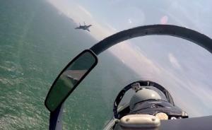 中国空军组织多型战机赴南海战斗巡航,苏-30两次空中加油
