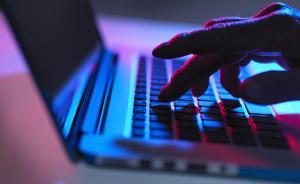新疆网信办通报八起传播违法信息案:男子存储涉恐电子书被拘