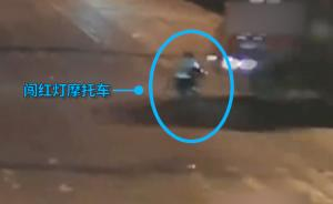 无证摩托男闯红灯,被重型货车拖拽致死