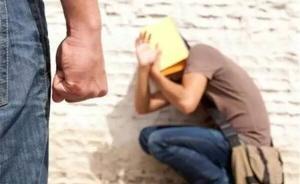 江苏高院发布防治校园暴力典型案例,有3名被告平日带刀到校
