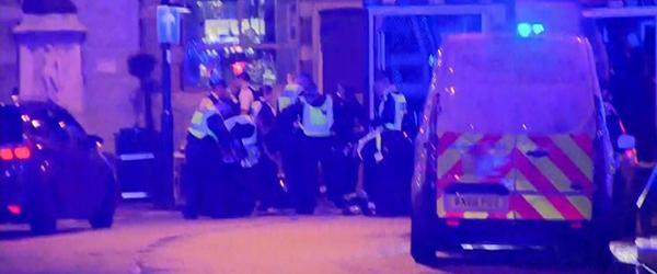 """伦敦桥附近再传巨大爆炸声,警方:一系列爆炸为""""受控爆破"""""""