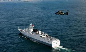 驻港部队举行海空联合巡逻:惠州舰、钦州舰及3架直升机参与