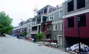 北京通州天鹅堡别墅区违建十年不断,家家抢盖逼走物业
