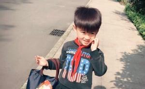 重庆一小学生上学迟到,听到国歌后在校外原地立正敬礼