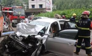 重庆万州一奥迪车主未给载伤员救护车让行,被扣5分罚三百