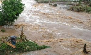 暴雨致贵州晴隆三名小学生被洪水冲走,已找到两具遗体