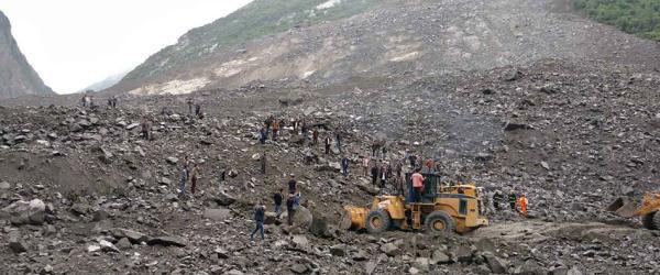 直击|四川茂县新磨村山体高位垮塌现场,100余人被埋