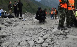 8名亲人失联已确认4人遇难,阿坝特警强忍悲痛坚守救援现场