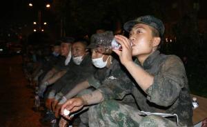 3千军民夜战兰溪洪峰,战士用洪水洗脸