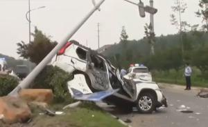 扬州警车和轿车相撞:司机称警车开太快