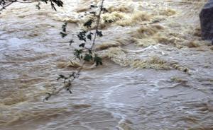 湖南湘乡市政协副主席刘鹤群被洪水卷走失联,当地正全力搜救