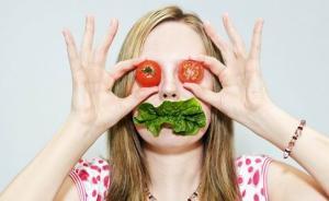 夏季消暑误区:蔬果代餐,药茶当水喝,睡觉抱冬瓜降温