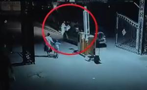呼和浩特一男子在小区门口殴打祖孙三人并开车拖行,已被刑拘