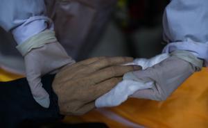 暖闻|温州一肿瘤医生四年赴四十余场告别仪式:吊唁身故病人