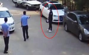 河北唐山一男子为增加粉丝假冒警察,在派出所门前直播时被抓