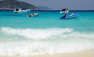 泰国警局:普吉岛2名中国游客在自由海滩下海游泳失踪
