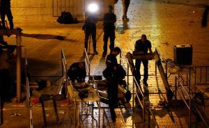 当地时间2017年7月24日,耶路撒冷,以色列安全部队移除圣殿山入口的金属探测门,巴以关系有望缓解。视觉中国 图