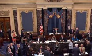 """美医改争论持续,参议院两度投票否决废除""""奥巴马医保""""法案"""