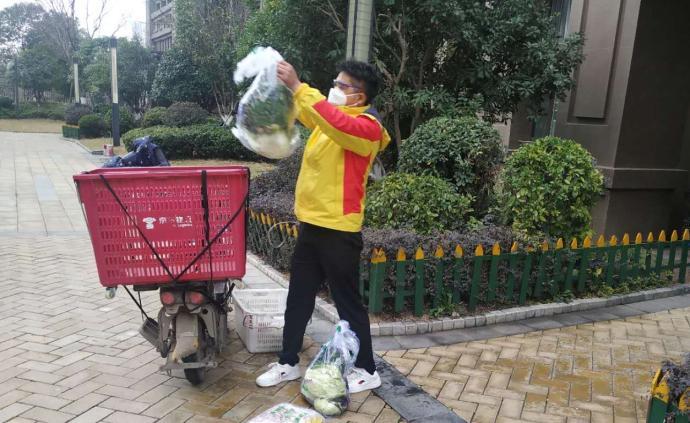保障線|武漢四小伙為封閉小區逾四千戶家庭代買、送物資