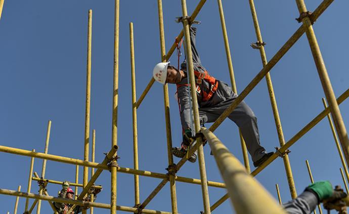 住建部13条政策推动工程分级复工:落实建筑工人实名制管理