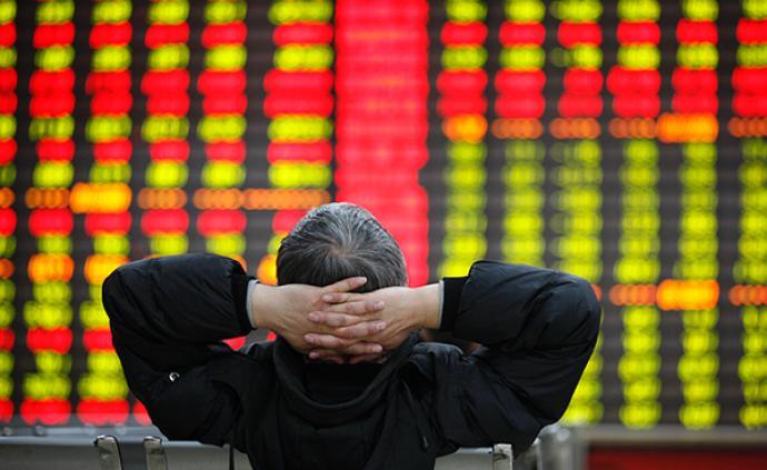A股市场缩量下跌:创指大跌4.66%,深成指跌3.02%