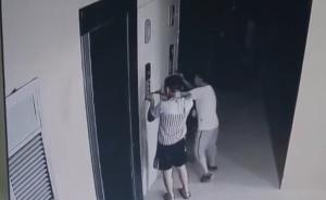 熊孩子贪玩锁电梯,2岁男童被困半小时